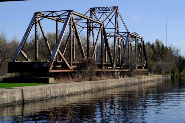 Canon FD 50mm - Fuji XT1 (Velvia) - Peterborough - Old Rail Bridge